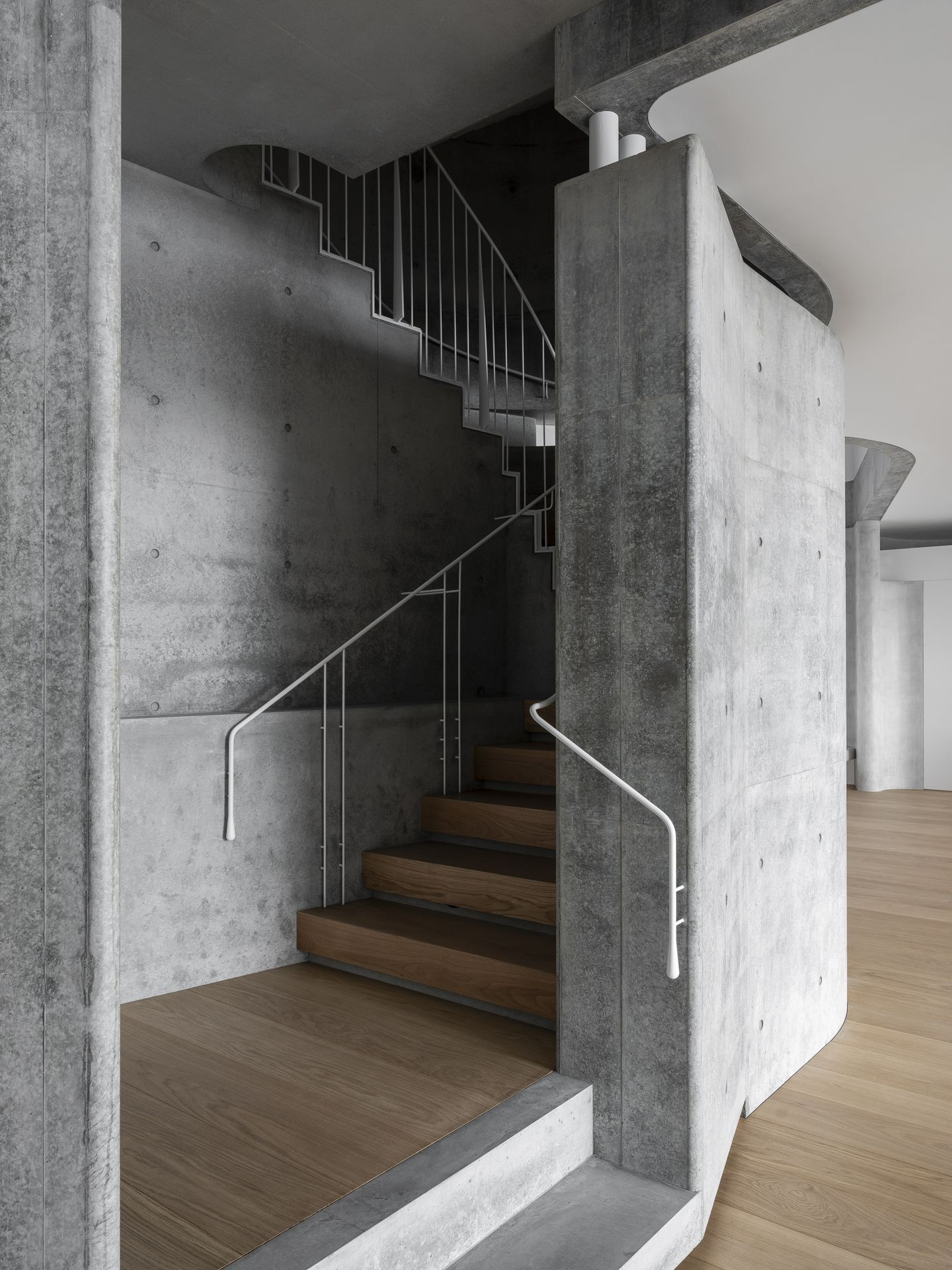 Raw sculptural concrete brutalist building on located on the Sydney harbour front in Point Piper designed by Durbach Block Jaggers Architects.